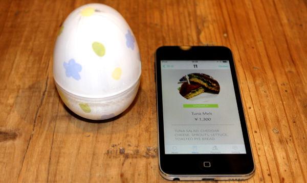 テーブルに置かれた Bluetooth のタマゴ--「未来レストラン」が描くこれからの飲食店