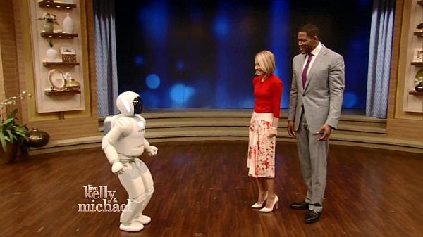 手話もできるようになったよ!--ASIMO が目ざましい成長ぶりを披露