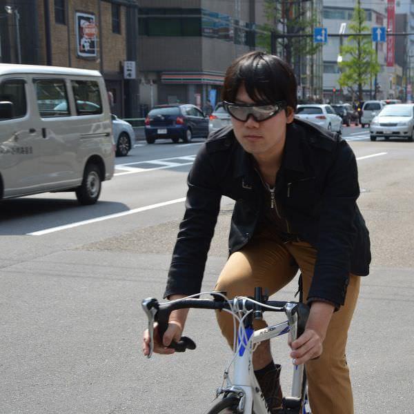 軽くて顔にフィットするのでサイクリングに使いやすそう