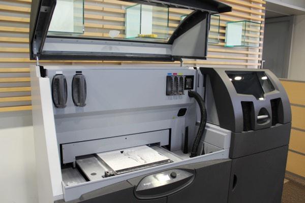 1号たん模型の製作に使われる 3D プリンタ ProJet 660Pro