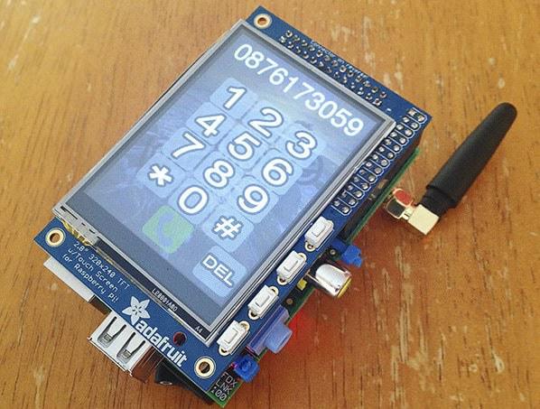 「iPhone」じゃないよ「PiPhone(パイフォン)」だよ! ― 「Raspberry Pi(ラズベリーパイ)」を使って自作したスマートフォン登場!