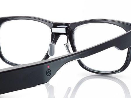 「三点式眼電位センサー」搭載