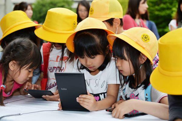 楽天が「kobo Touch」などで、岐阜県と官民共同事業「楽天いどうとしょかん」を開始