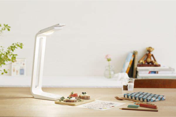 PFU、iPhone がオーバーヘッド スキャナになる卓上 LED ライト「SnapLite」を発売
