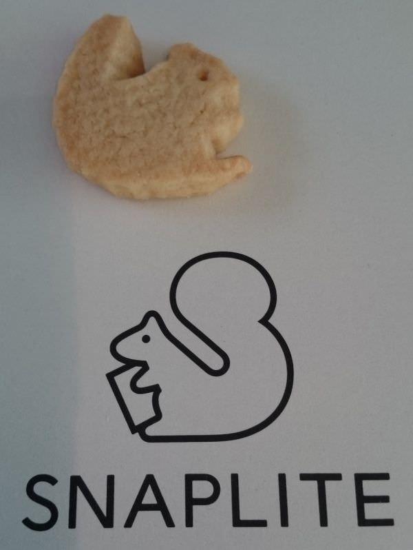 シンボルマークはリス たまたま手元にあったリス型クッキーと