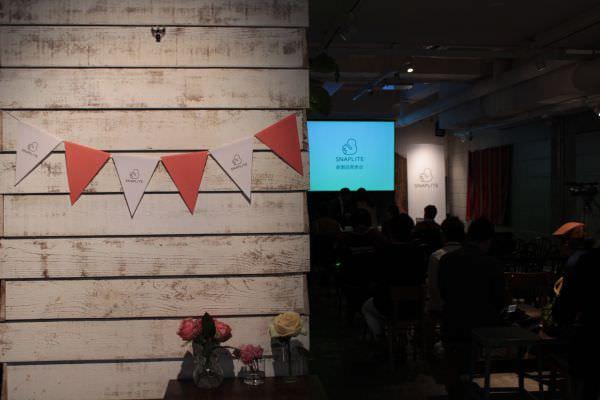 製品コンセプトに合わせ カフェで行われた発表会