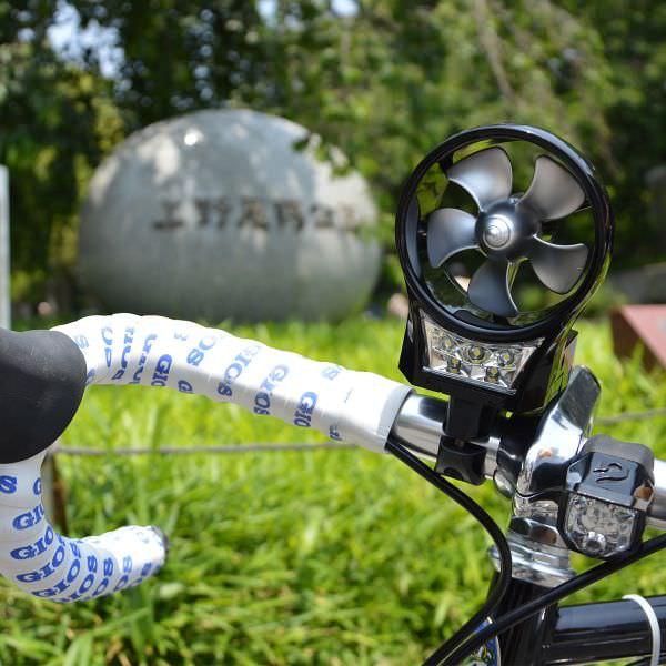 自転車/バイクで走れば充電できる「ポータブル風力発電機2」