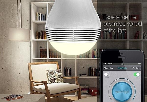 Bluetooth スピーカー内蔵 LED 電球「PLAYBULB」、スマホで照明と音楽を操作