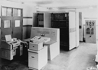 1958年に東北大学とNECで共同開発された「SENAC-1」