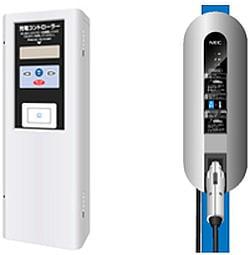 左が壁掛け型充電コントローラ、右が壁掛け型普通充電器