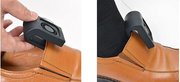 靴の甲部分を挟んで使用する