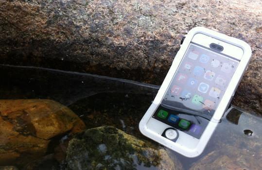 水深5mでも存分に iPhone が楽しめる「Catalyst」製 iPhone ケース日本上陸