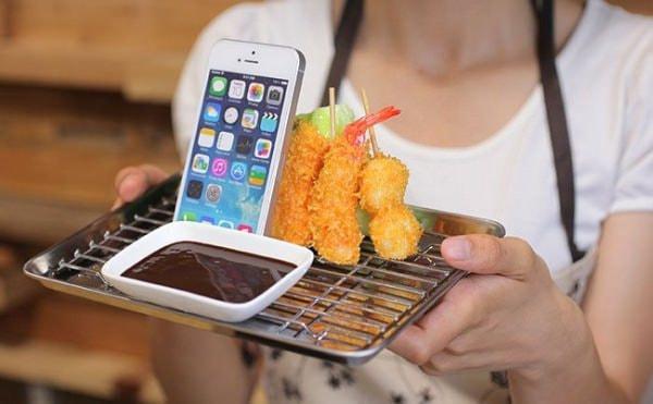 食べたらアカンで!大阪名物「串カツ」&「たこせん」のスマホスタンド登場