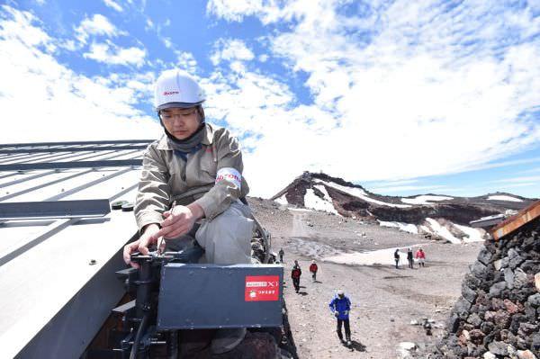 富士山の山頂や登山道はすでに Xi のサービスエリア