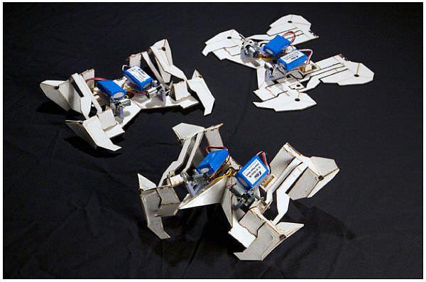 折り紙を応用! 自分で組みあがり走り出すロボット、ハーバードから