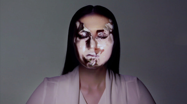 人の顔へ「仮面」のように 3D プロジェクションマッピングする動画が話題に