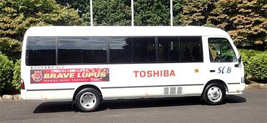 「GPS 超える精度」--準天頂衛星を利用する EV バスを東芝が開発