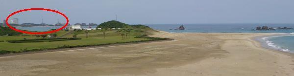 世界一美しい射場と呼ばれる種子島宇宙センター (赤丸が H2 ロケットの組み立て棟と射場)