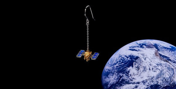 JAXA 公認「はやぶさ2」「だいち2号」アクセサリ発売、小惑星や地球のピアスも