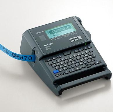 キングジム、ラベル作成速度が2倍になった「テプラ PRO SR970」発売