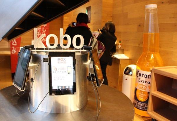 楽天カフェでは kobo の端末も体験できる