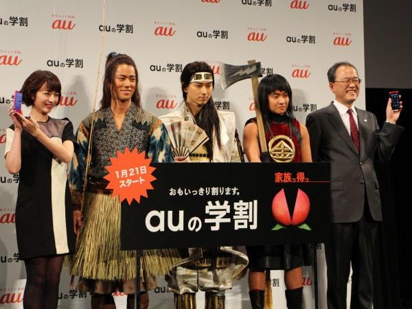 発表会には放映中 TV CM の出演者も登場 左から平井理央さん、桐谷健太さん、松田翔太さん、濱田岳さん、田中孝司さん
