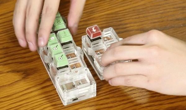 キーボード本体は縦横に接続可能