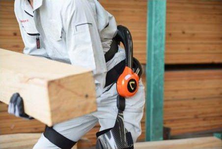 建設業界の高齢化対策に--大和ハウスなど、ロボットスーツの現場実証を開始