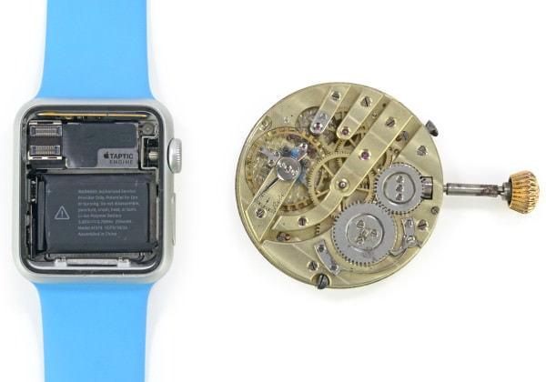 両者に125年の隔たり 左:Apple Watch 右:1890年製とみられる懐中時計