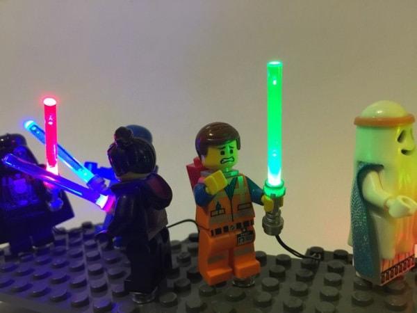 すでに販売されているシングル ブレードの LEGO 用ライトセーバー (出典:Etsy)