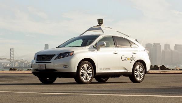 市販のクルマを改造したロボットカーなら、もう公道を走する試験もしてました