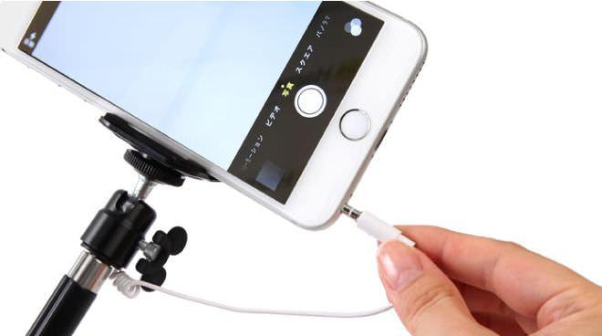 スマートフォンとの接続はイヤホンプラグ経由
