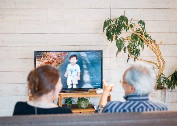 実家のテレビに孫専用チャンネルを追加するサービス、クラウドファンディングで