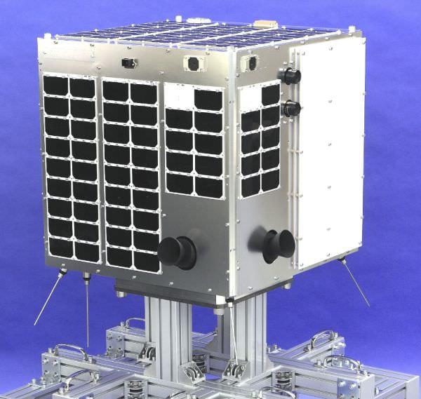ウェザーニューズの超小型衛星が完成、北極海航路観測で来年カザフスタンから打ち上げ