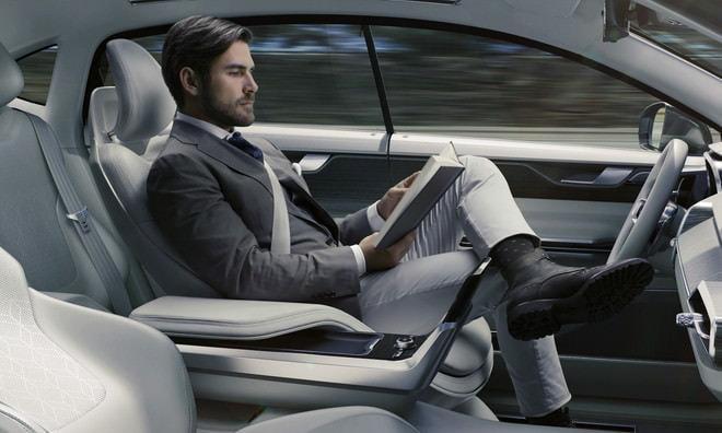 今日は自動運転?ふつうに運転?好みに合わせ車内が変形する「コンセプト26」、ボルボ