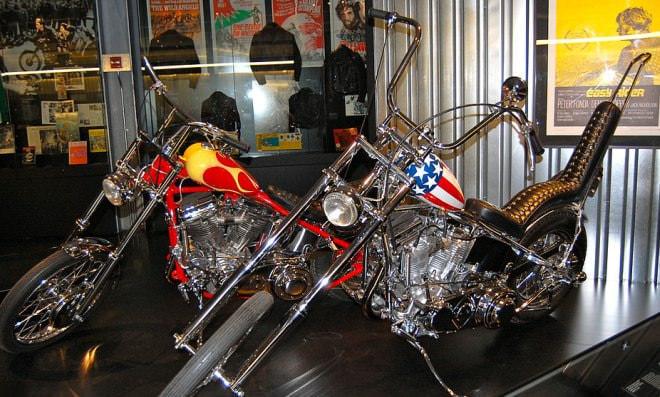 参考画像:映画『イージー・ライダー』で使用されたCaptain AmericaとBilly Bikeのレプリカ