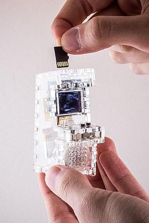 microSDカードを使ってゲームを増やすことも