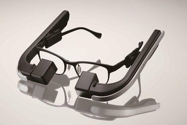 「メガネを超えるメガネ」―ウエラブル端末「b.g.」、メガネスーパーが開発