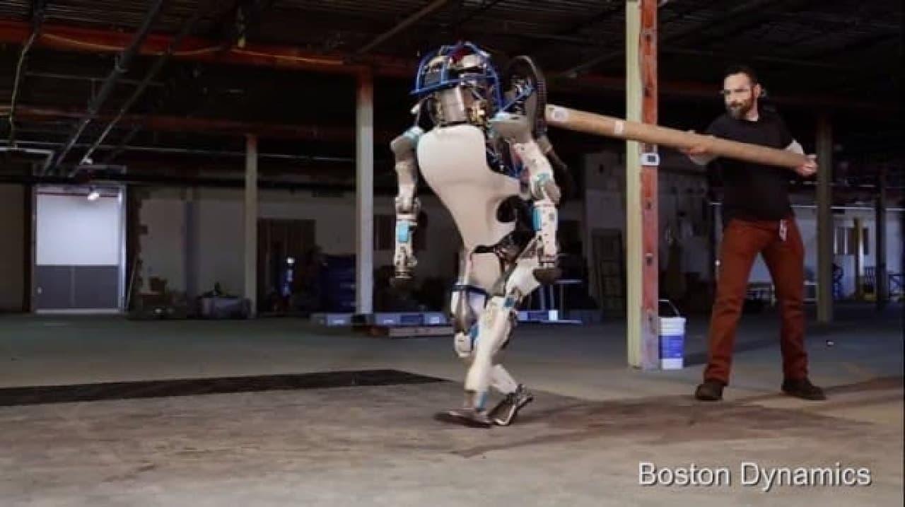 ひどい?!これは新型ロボットのデモです