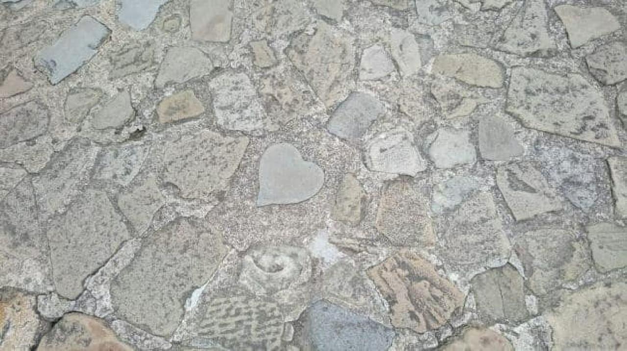 あ、恋が落ちていた!  (グラバー園/長崎県のハートの敷石)