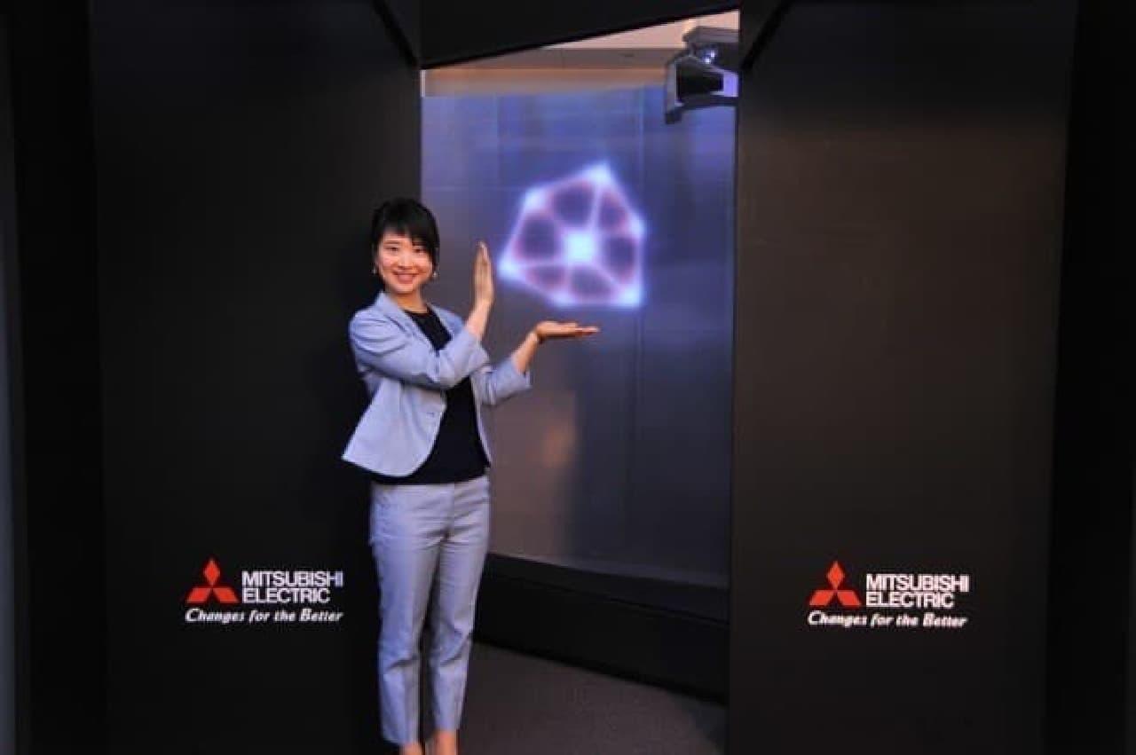 三菱電機の「空中ディスプレイ」実物展示
