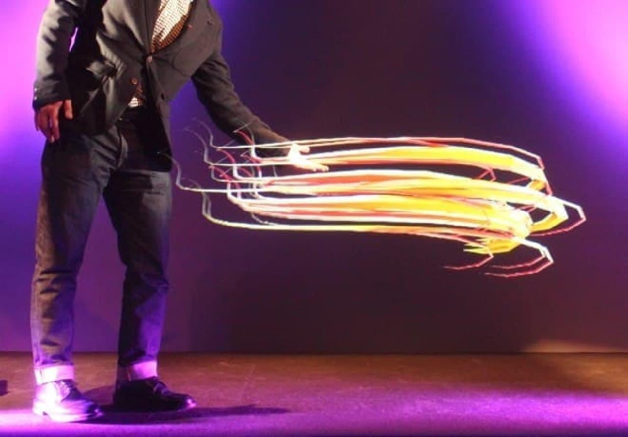 studioTEDによるホログラフィックの例