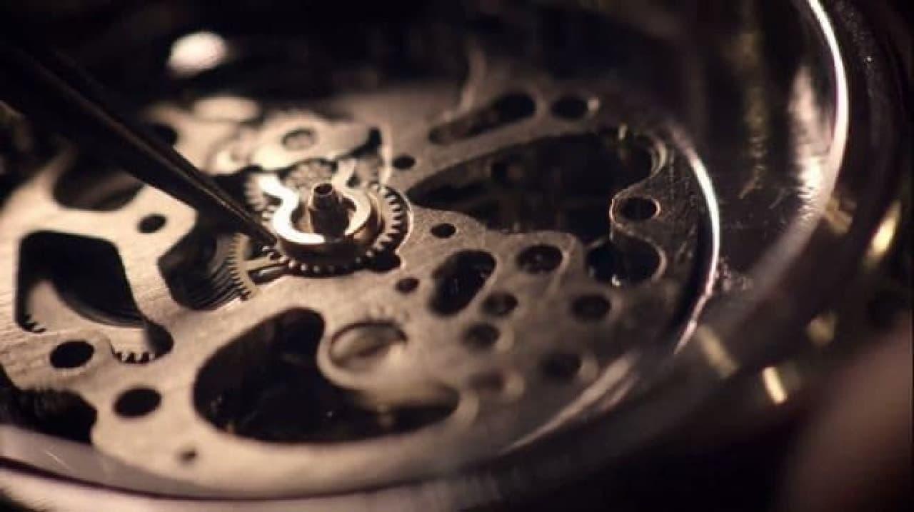 時計修理の専門家が弁当箱にあたる装置を作り