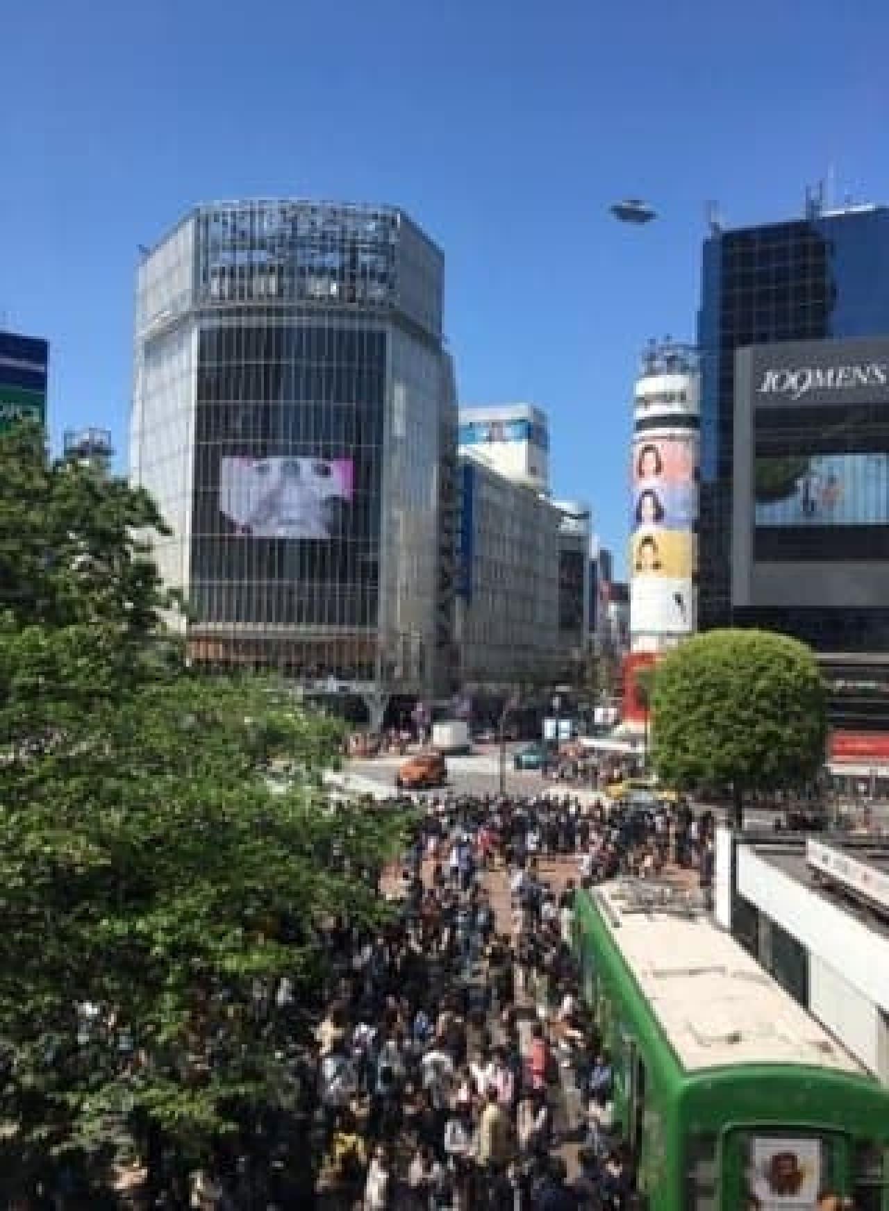 渋谷のスクランブル交差点にUFO!?
