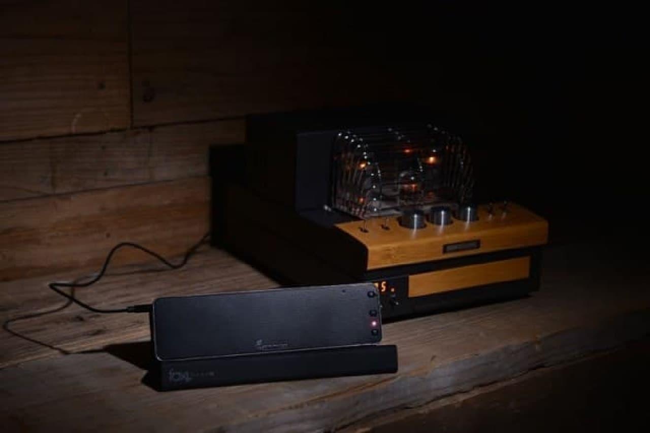 Bluetoothスピーカーを有線接続しているようす
