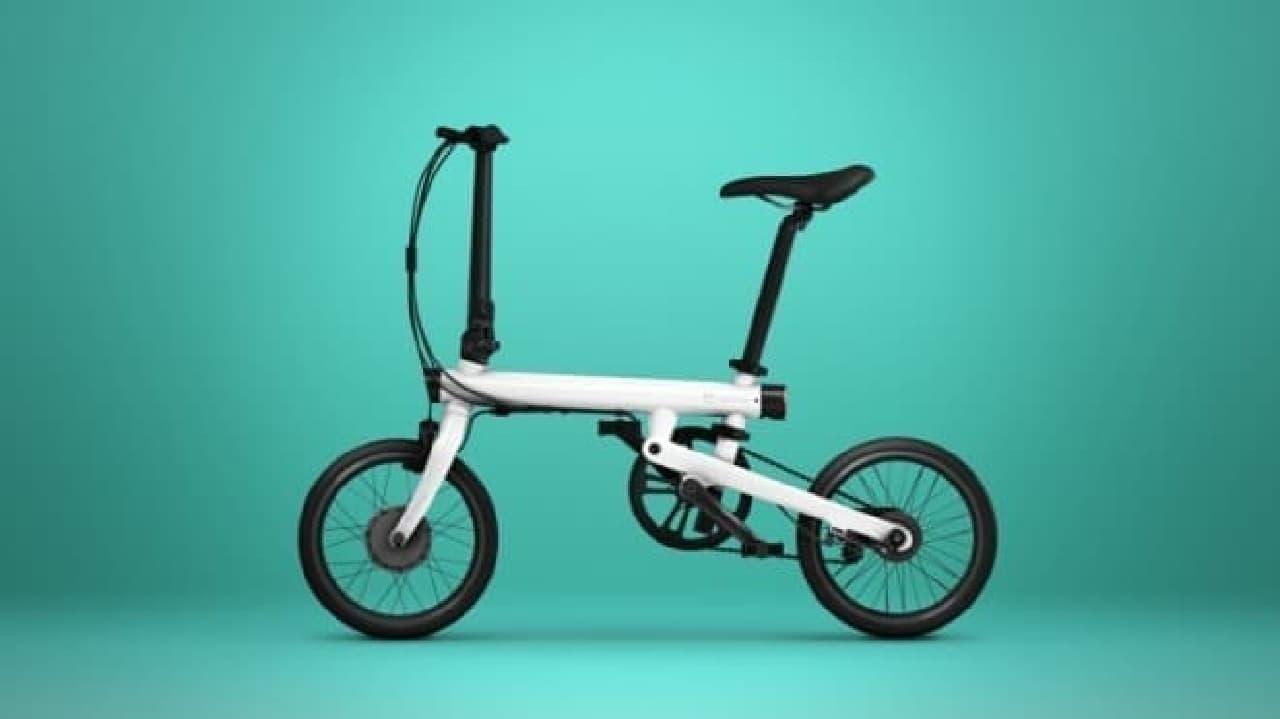 Xiaomiによる電動アシストに見えない折り畳み自転車「Mi QiCYCLE」ホワイト
