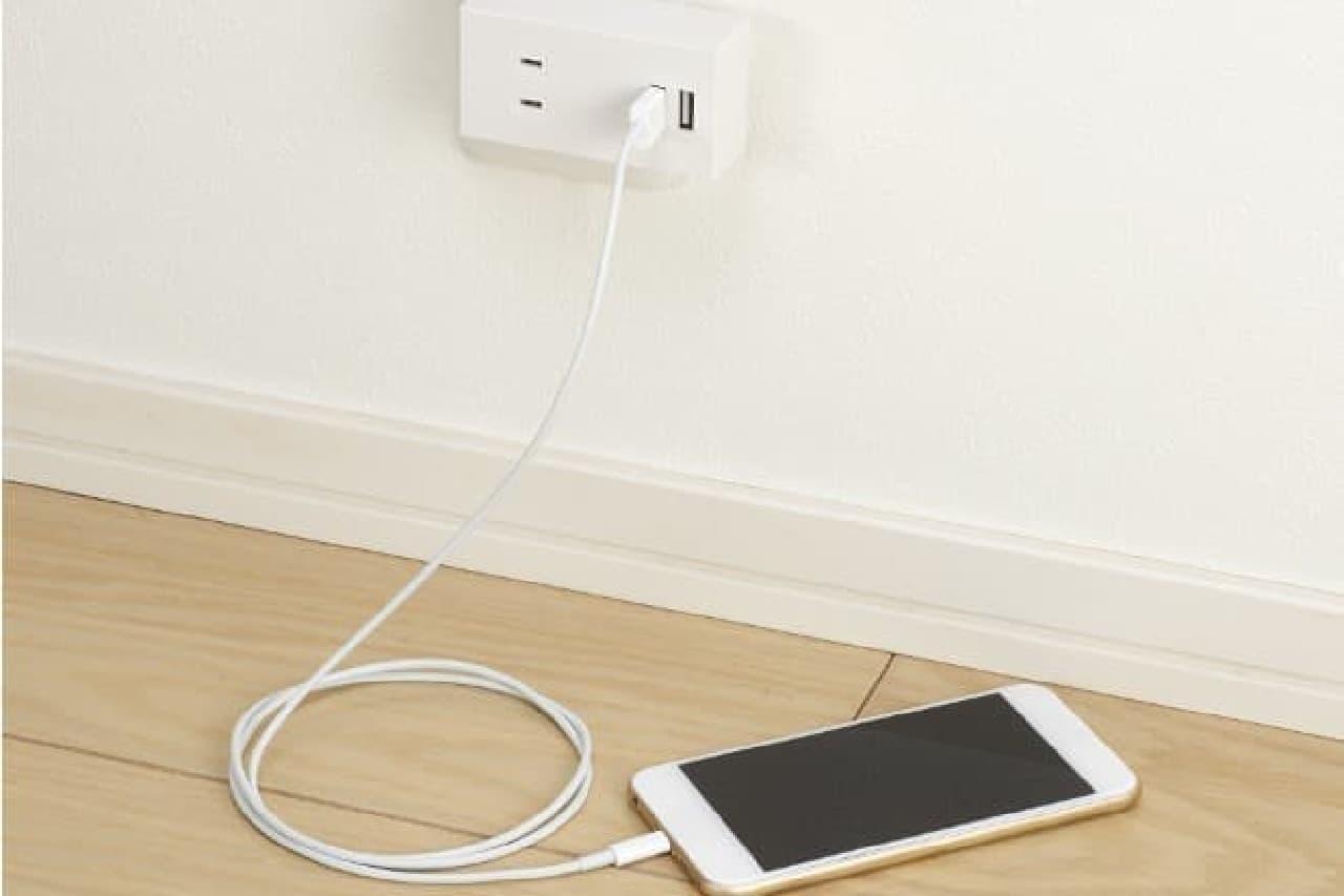スマートフォンを充電しながら使える電源タップ