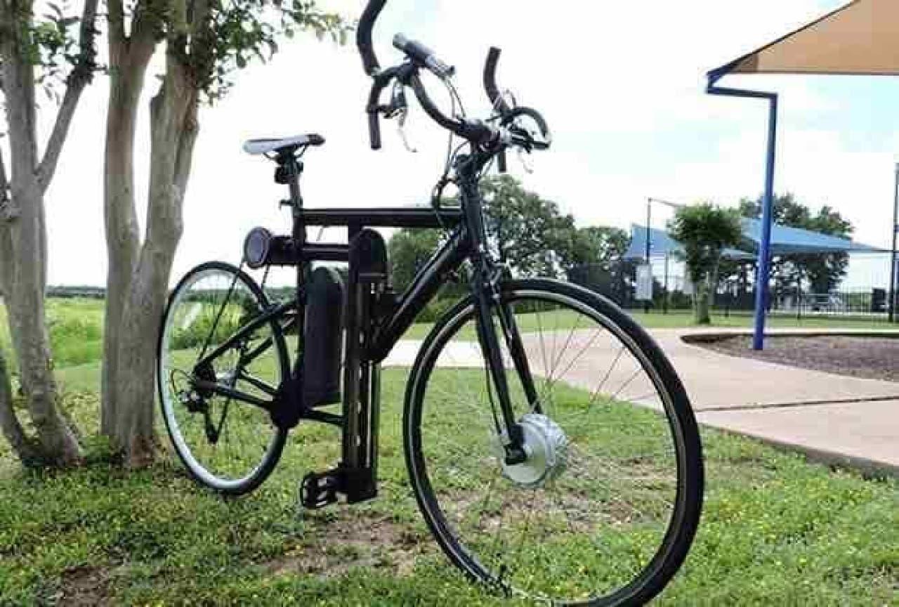 「LFN Bike」は、ハンドルを握る位置をかえることで、異なった筋肉をトレーニングできる