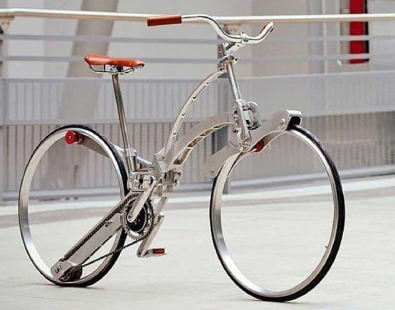 折り畳み自転車「Sada Bike」では重量低減目的で、スポークとハブをなくした