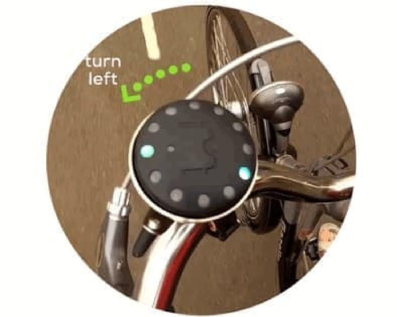 「Blubel」のグリーンのLEDは曲がる方向を示す
